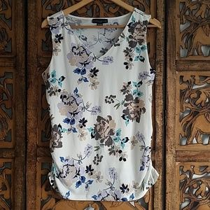 Simply Styled Sleeveless Floral Blouse